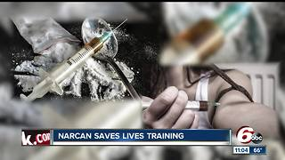 More than 50 people learn how to use Narcan to save lives of those who have overdoses on drugs - Video