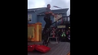 Man juggles 3 knives while riding a 3-wheeled unicycle! - Video