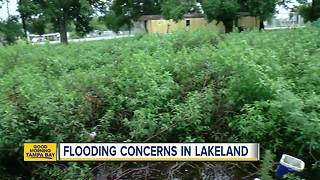Rain causing flood waters to rise in Lakeland - Video