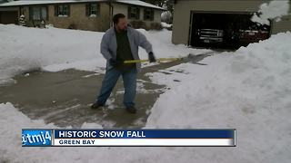 Green Bay receives record snowfall - Video