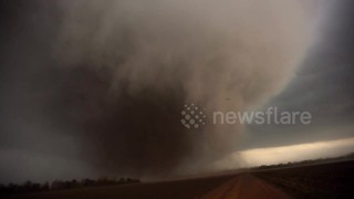 Storm chaser films massive tornado tearing through Kansas - Video