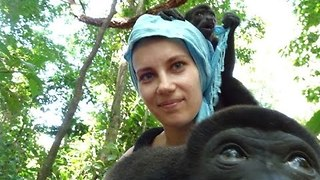 Baby Howler Monkeys are Very Interested in Cameras - Video