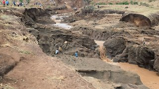 Kenyan Officials Investigating Deadly Dam Burst - Video