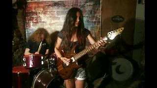 Guitarist Eva Vergilova covers Jimi Hendrix classic - Video