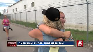 Singer Surprises Teen After 300 Mile Walk - Video