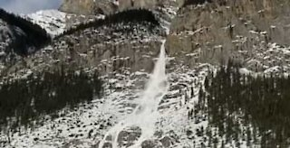 Huge avalanche in Canada looks like snow waterfall