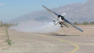 Stunt plane pulls off flawless low pass - Video