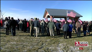 Hundreds attend funeral of veteran they had never met - Video