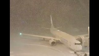 Heavy Snowfall Causes Air Traffic Disruption at Japan's Sapporo Airport