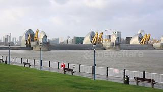 Thames Barrier closes to protect London during Storm Eleanor - Video