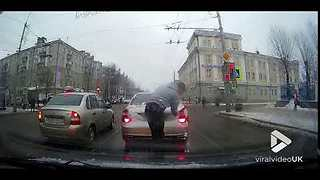 Road Bro cleans drivers rear light - Video