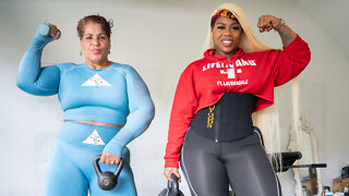 I'm Making My Mom Do A Squat Challenge | MIAMI MUSCLE