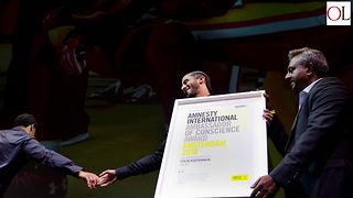 Colin Kaepernick Given Amnesty International's Highest Award - Video