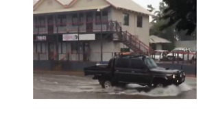 Motorists Drive Through Floodwaters in Broome - Video