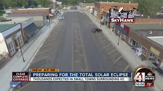 Small towns brace for huge crowds for eclipse - Video