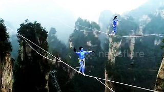 Chinese slackline walkers compete in terrifying contest - Video