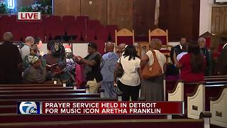 Prayer service held in Detroit for music icon Aretha Franklin