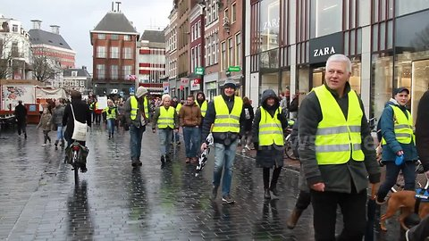 Yellow vest protests spread to the Netherlands