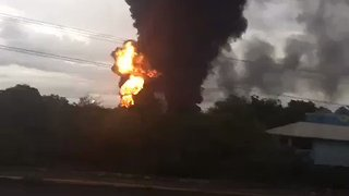 Massive Fire Breaks Out at Mexico State Oil Company's Largest Refinery - Video