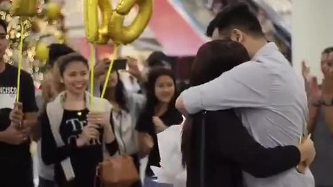 Flash mob in mall turns into surprise marriage proposal