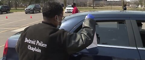 411 Therapy, Detroit police donate Easter baskets, boxed lunches to children