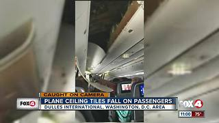 Passengers forced to hold up the roof of a plane - Video