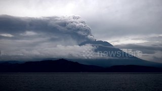 Incredible view of Mount Agung in eruption this morning - Video