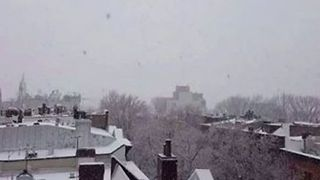 Thundersnow Flashes Across NYC During Nor'easter - Video