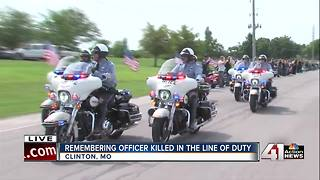 Police escort Gary Michael's family - Video