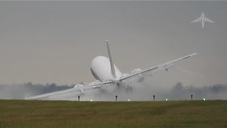 Dramatic Footage of Crosswind Forcing Pilot to Abandon Landing - Video