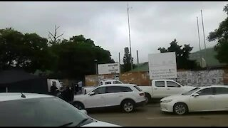 Crowds gather at crime scene of Eastern Cape police station attack (DZH)