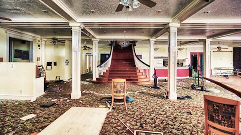 Beautiful Abandoned Hotel With A Basement In Florida