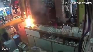 Shop employees run for cover as mobile phone explodes - Video