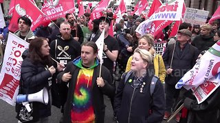 Uber drivers march ahead of appeal ruling on workers' rights - Video