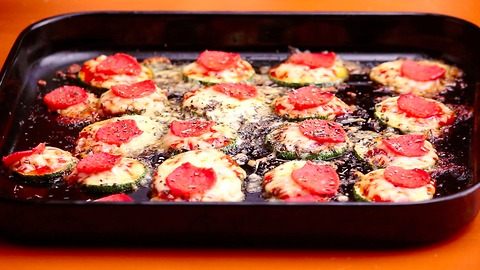 Zucchini is nice and healthy, but when you make mini pizza with them, it's DELICIOUS