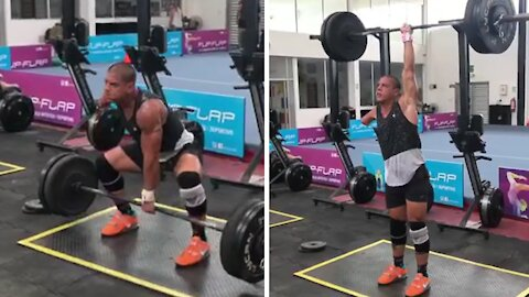 Inspirational one-armed man performs impressive power clean & jerk