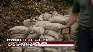 Kenosha County residents begin sandbagging - Video