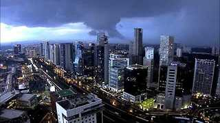 Funnel Cloud Forms Over Mexico City - Video