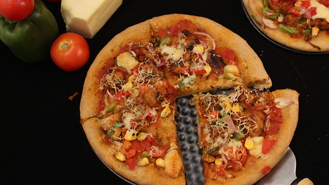 Healthy chicken pizza with whole wheat crust