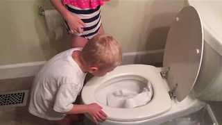 Mother Finds Kids Stuffing Toilet Paper Into the Toilet Bowl - Video