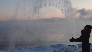 Boiling Water Freezes in Sub-Zero Temperatures in Minnesota - Video