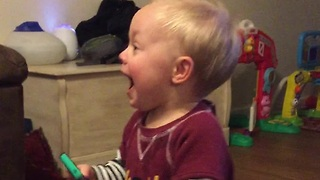 Baby's mind blown after receiving phone call - Video