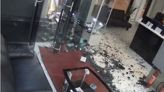 Driver Flees Scene After Crashing Car Into Electronics Store in Estonia - Video