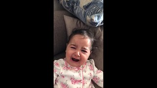Baby has hilarious reaction to seeing her dad without a beard for the first time - Video