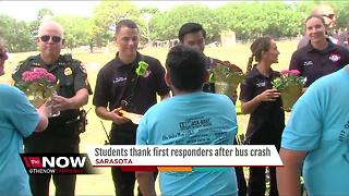 Students thank first responders after bus crash - Video