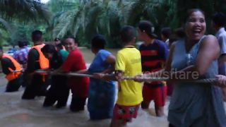 Hero Thai cave rescuer has to be saved after getting washed away in flood - Video