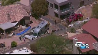 RV crashes into Fountain Hills pool - Video