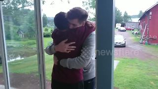Man surprises mother after five years apart - Video