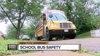 Are you creating difficult traffic for bus drivers? - Video