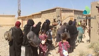Families Displaced From Tal Afar as Iraqi Forces Begin Operation Against Islamic State - Video